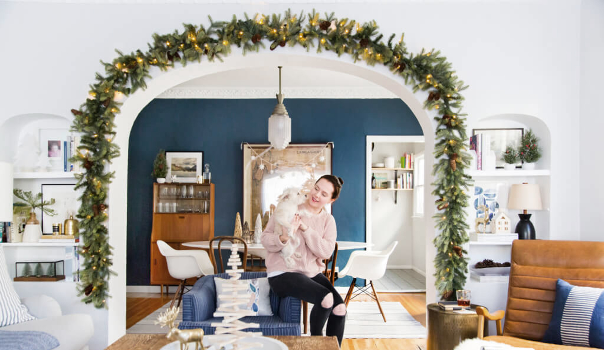 04_Ginny_Macdonald_Holiday-Decorating_Ginny_Living-Room_Dining-Room_Christmas_White-Neutral_Cozy-Cottage_featured Image