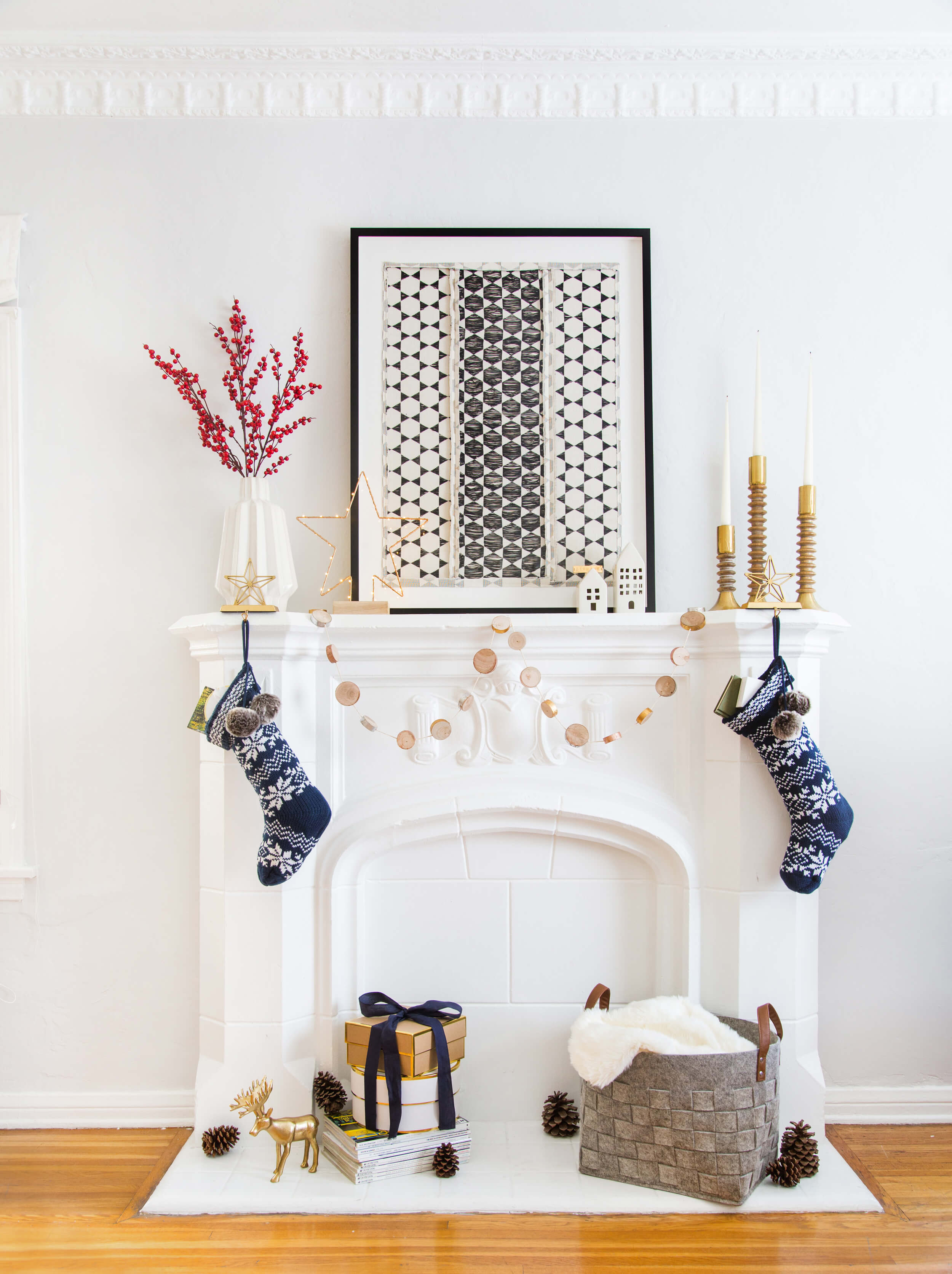 GINNY_MACDONALD_HOLIDAY_DECORATING_CHRISTMAS_WHITE_NEUTRAL_COSY_COTTAGE_11