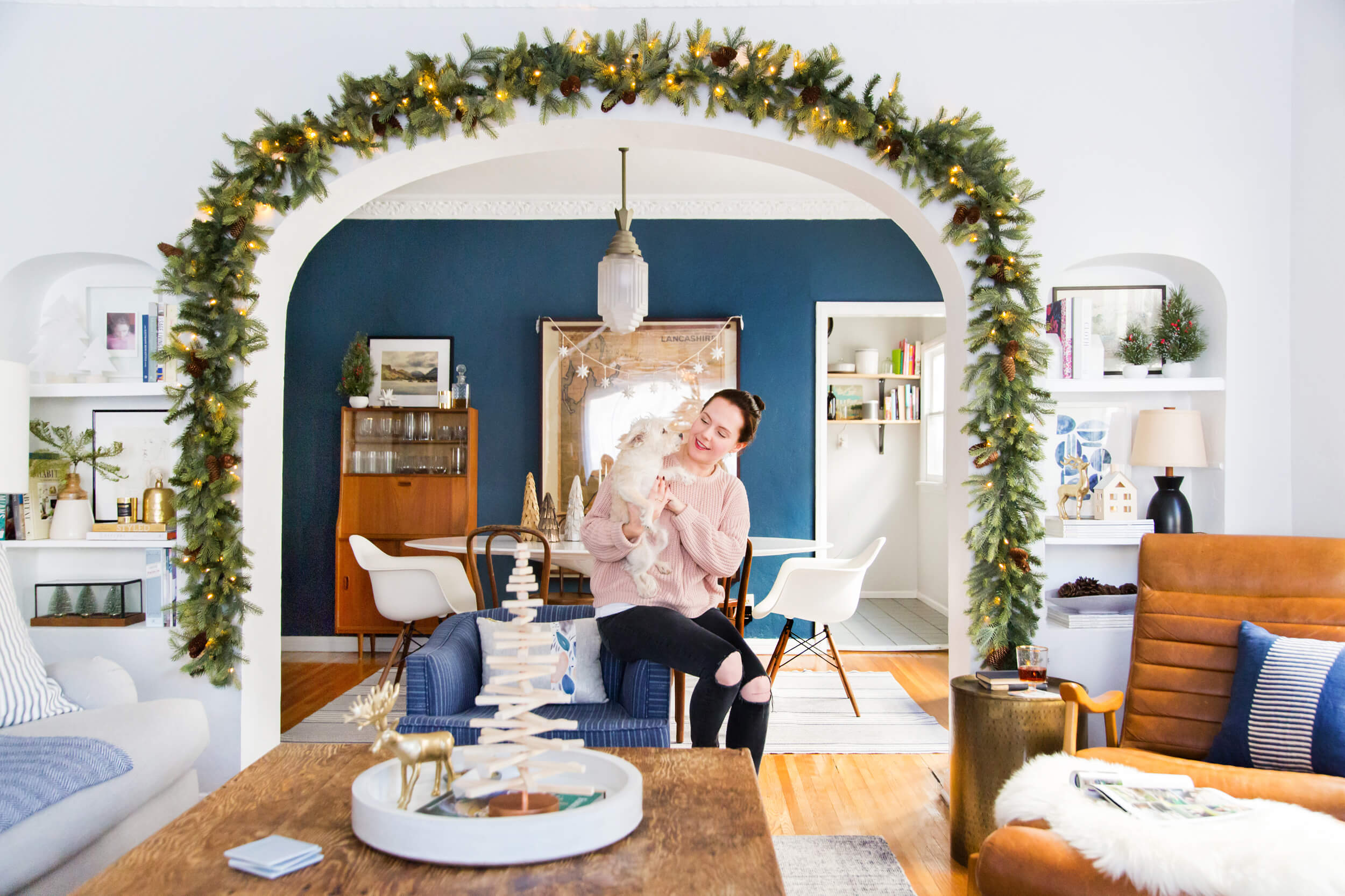 GINNY_MACDONALD_HOLIDAY_DECORATING_CHRISTMAS_WHITE_NEUTRAL_COSY_COTTAGE_14