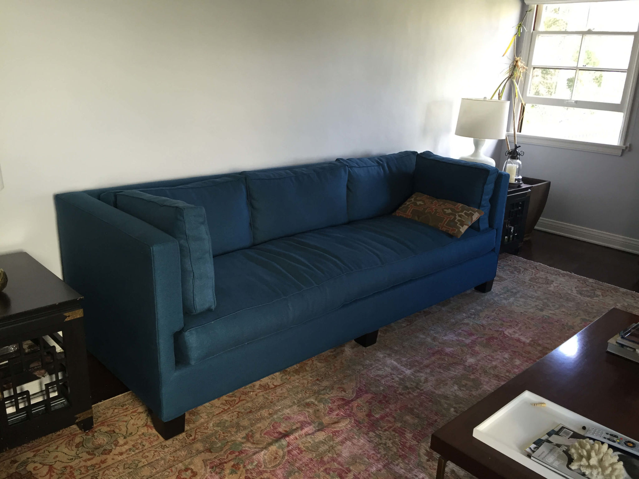 GINNY_MACDONALD_SILVER_LAKE_HILLS_LIVING_ROOM_PEACOCK_BLUE_SOFA