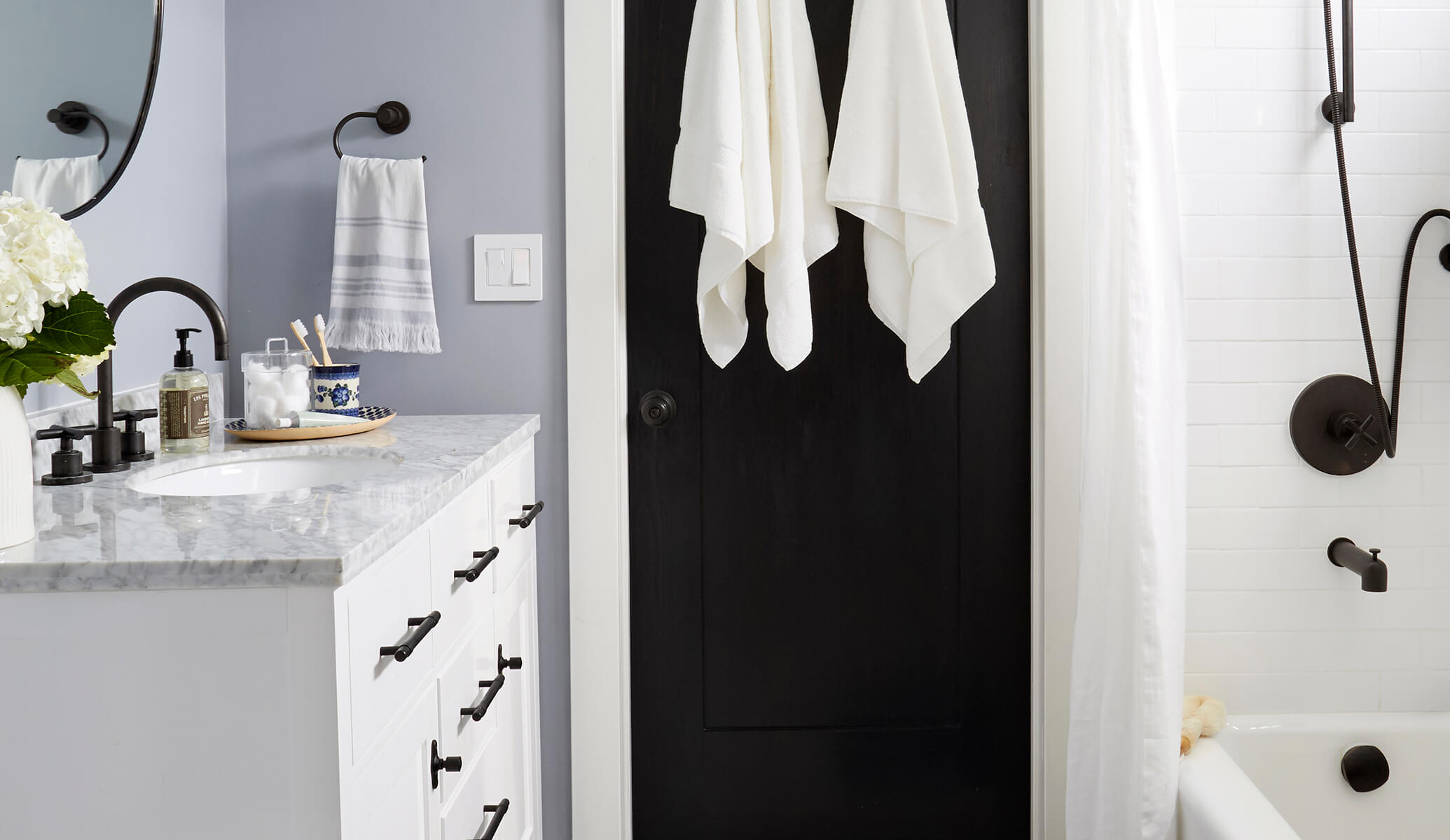 GINNY_MACDONALD_BLACK_AND_WHITE_BATHROOM_FEATURED_IMAGE_LORES