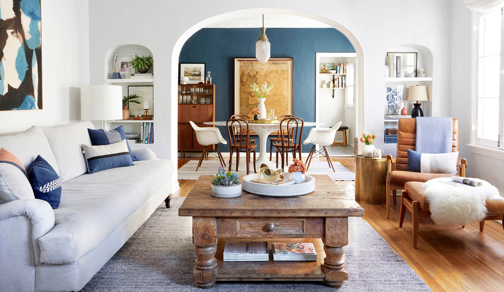 GINNY_MACDONALD_LIVING_ROOM_FEATURED IMAGE 2070X1200 LORES