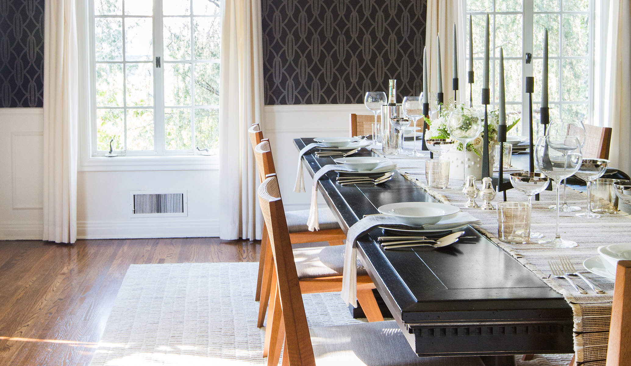GINNY_MACDONALD_BLACK DINING TABLE_FEATURED IMAGE_071718