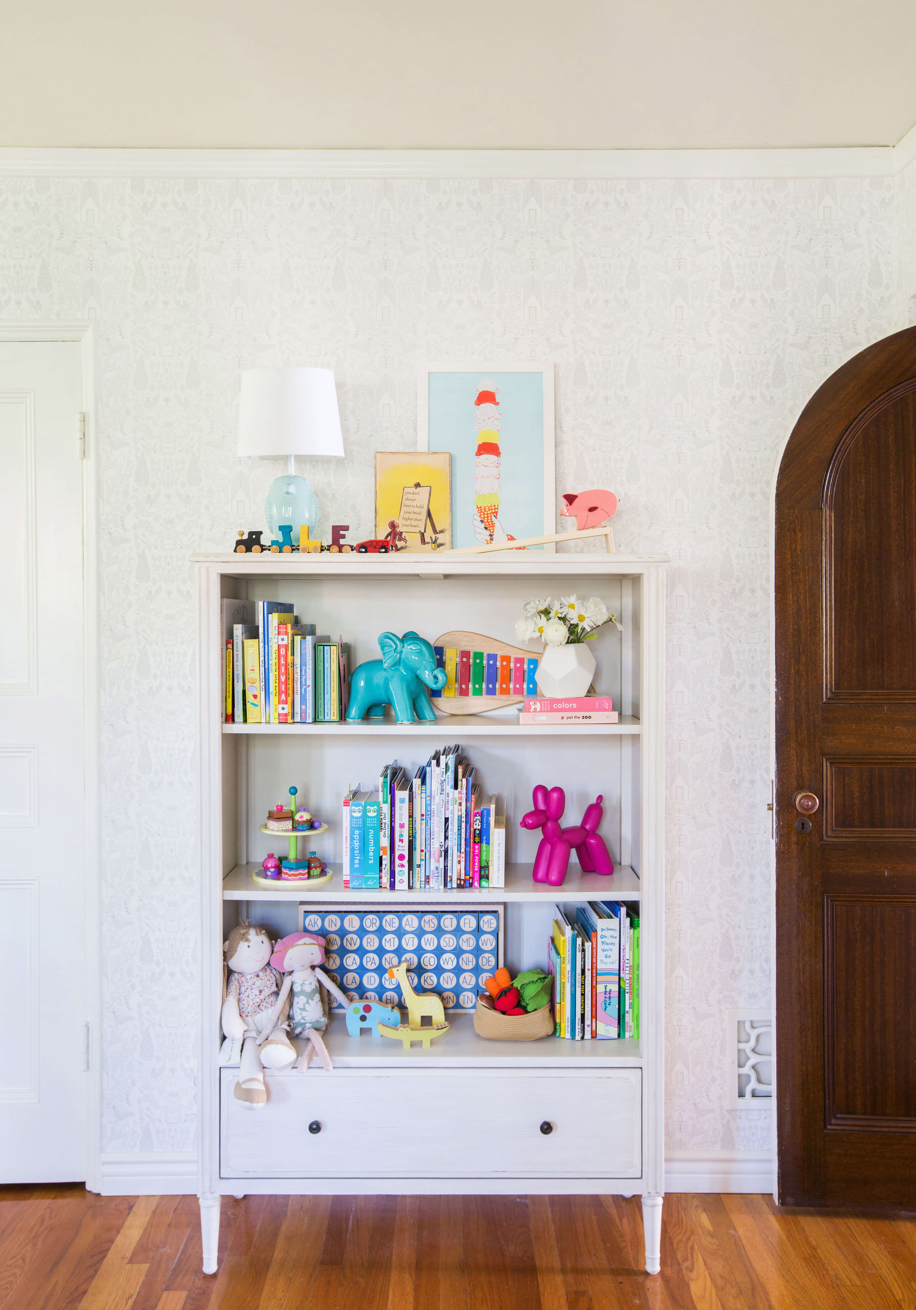 07_GINNY_MACDONALD_KIDS_BOOKCASE