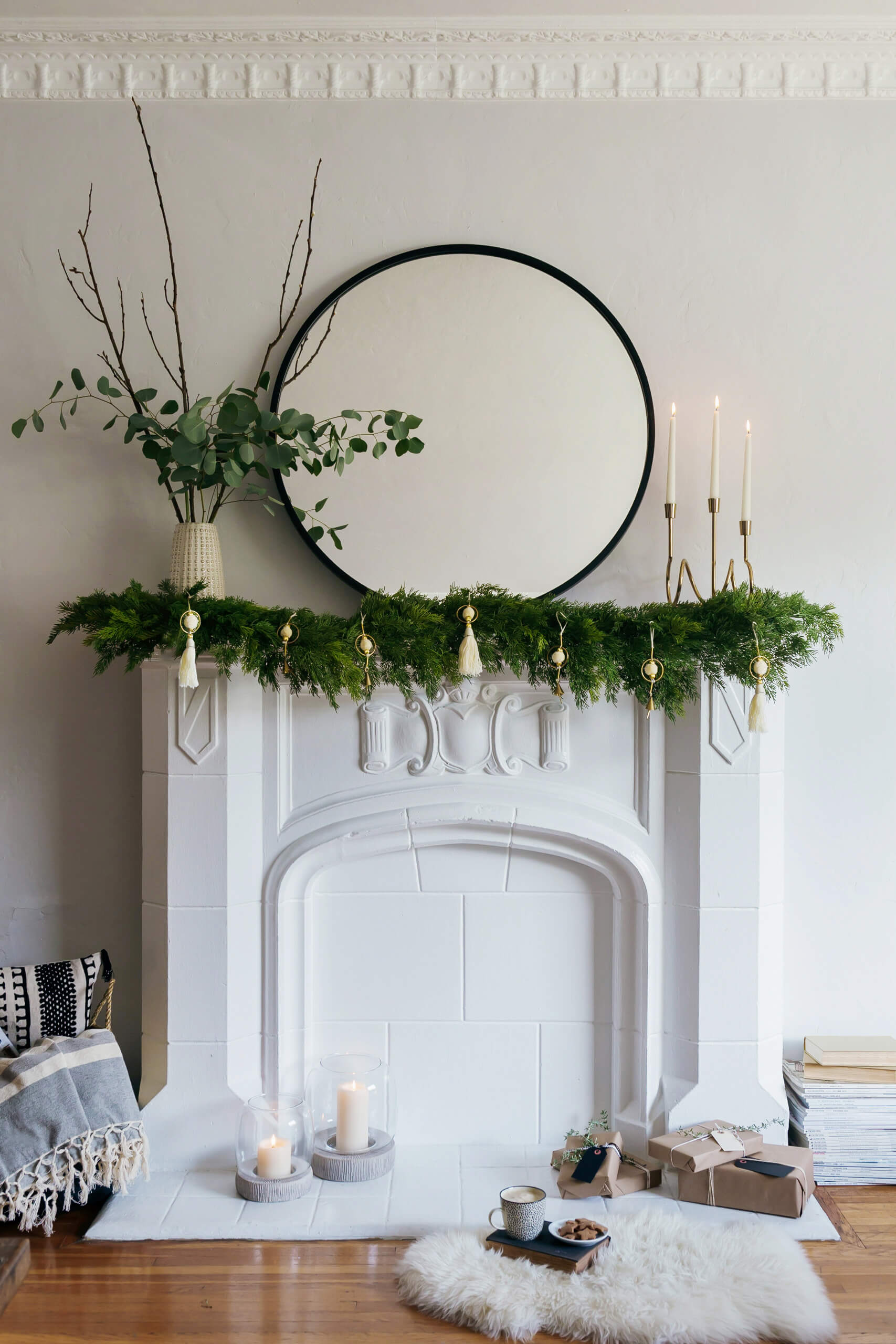 GINNY_MACDONALD_GARLAND_FIREPLACE