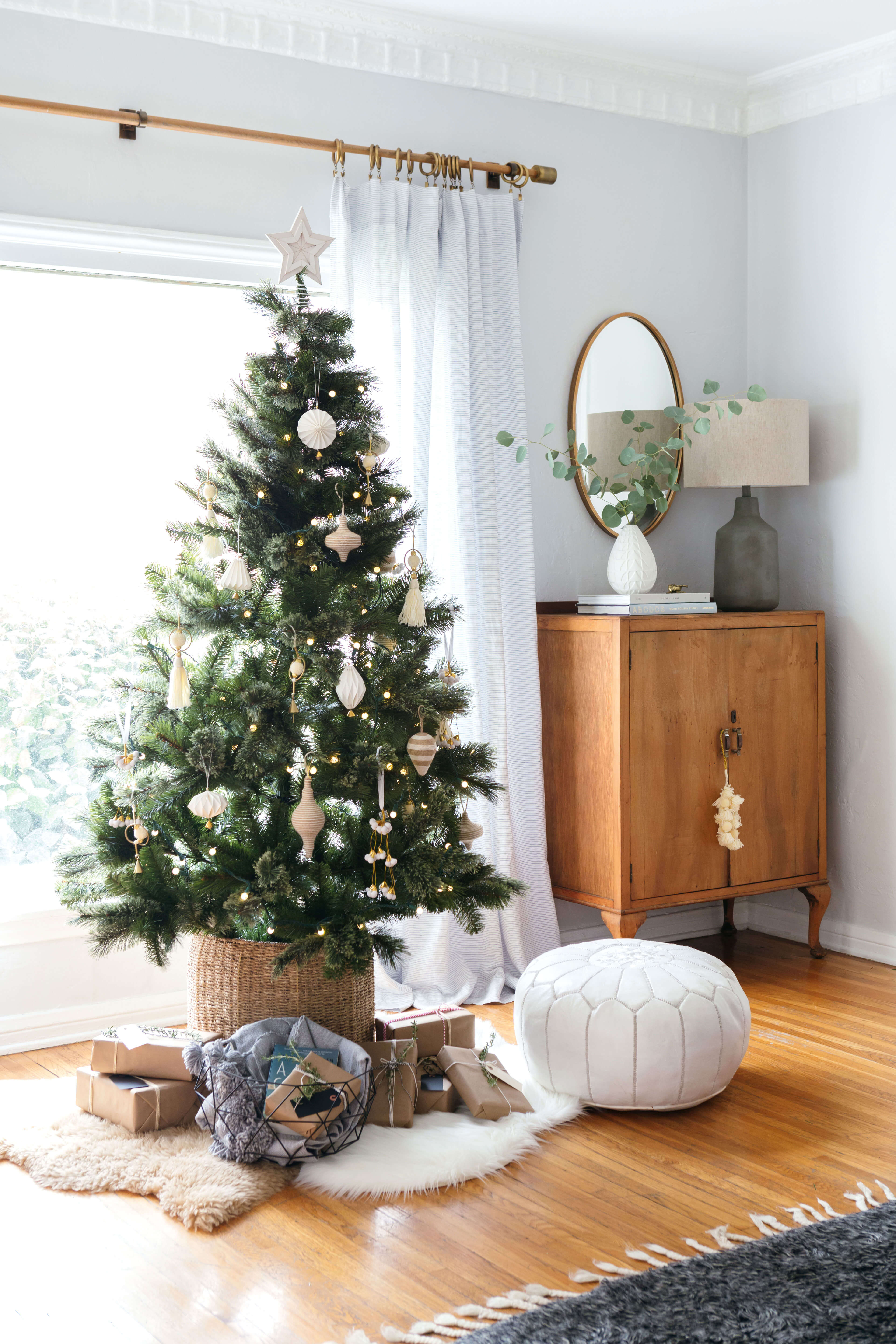 GINNY_MACDONALD_NEUTRAL_CHRISTMAS TREE