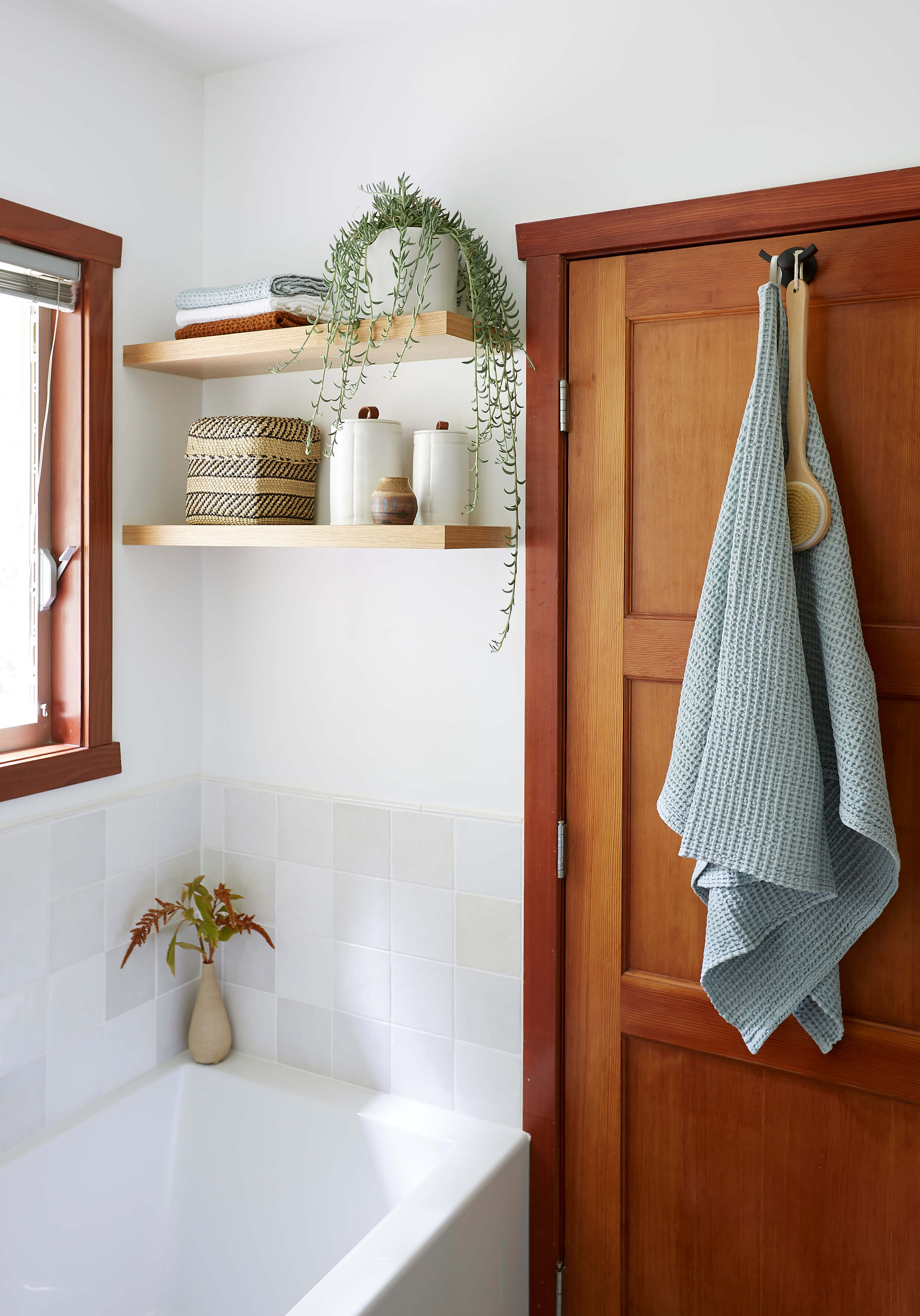 GINNY_MACDONALD_OAK_BATHROOM_SHELVES