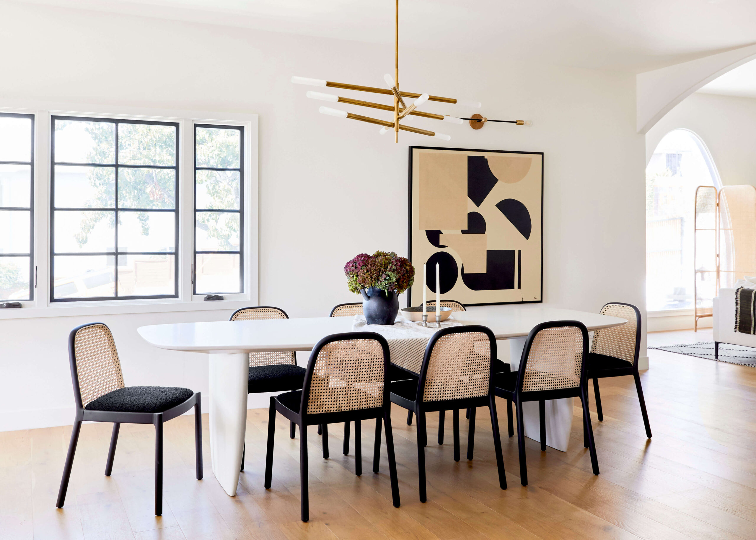 GINNY_MACDONALD_JACLYN_JOHNSON_DINING_ROOM_OVAL_DINING_TABLE